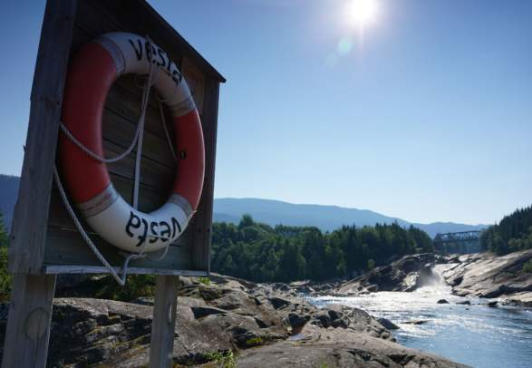 Tømmeråsfossen og Tømmeråshøla badeplass