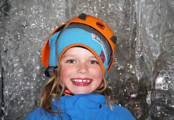 Dogsledding to ice cave - Green Dog Svalbard
