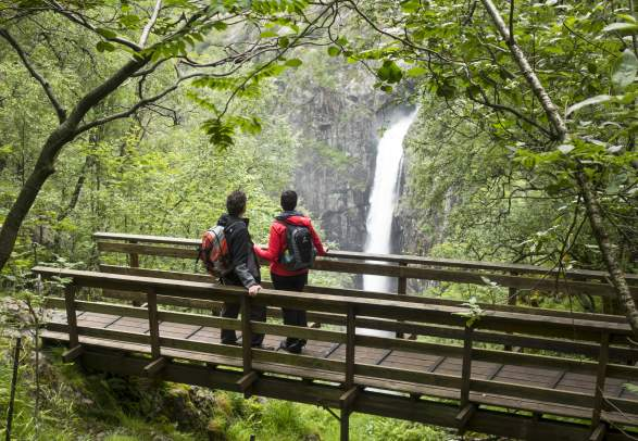 Privately Guided Månafossen Waterfall Hike (premium day-trip)