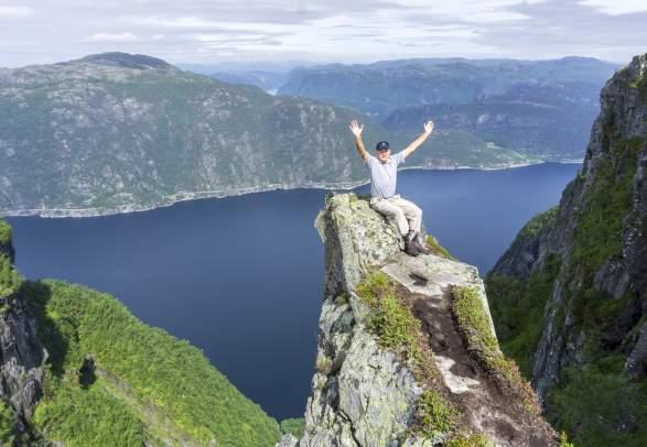 Privately Guided Skomakarnibbå Hike & Hagalid Mountain Farm (premium day-trip)