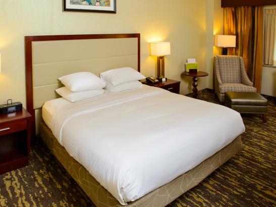 Enjoy spacious standards guestrooms!