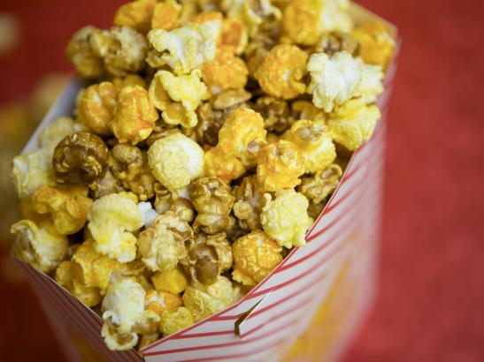 The best seller - a mix of regular, caramel, and cheddar popcorn | credit olivejuicestudios.com