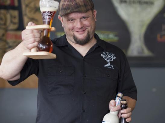 Providing delicious beverages + pub style food | credit olivejuicestudios.com
