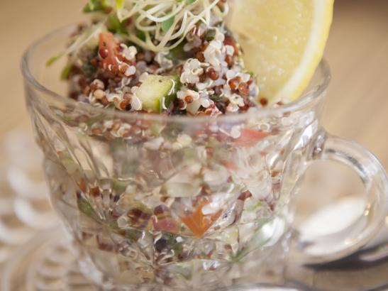 Tabouleh with fresh lemon wedge | credit olivejuicestudios.com