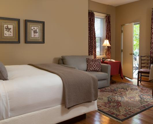 SayreMansion_Guestroom15_01_DiscoverLehighValley_JumpingRocksPhotography