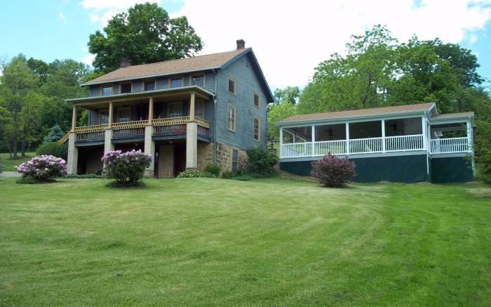 farmhouse/pavilion