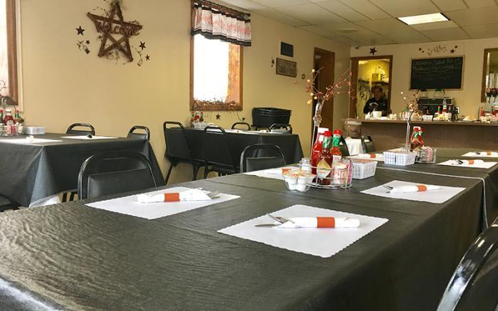 Brenda's Family Restaurant - Tables