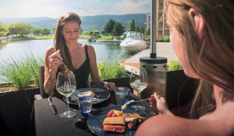 Lakeside dining - Oak + Cru