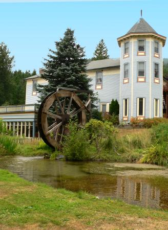 Alexander's Lodge in Ashford, Washington, just outside the gates to Mount Rainier National Park