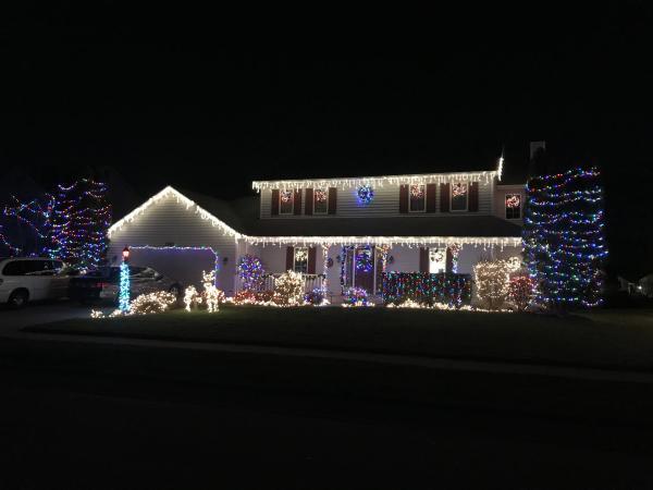 7523 Scarlet Ct - Best Christmas Light Displays - EAST - Fort Wayne