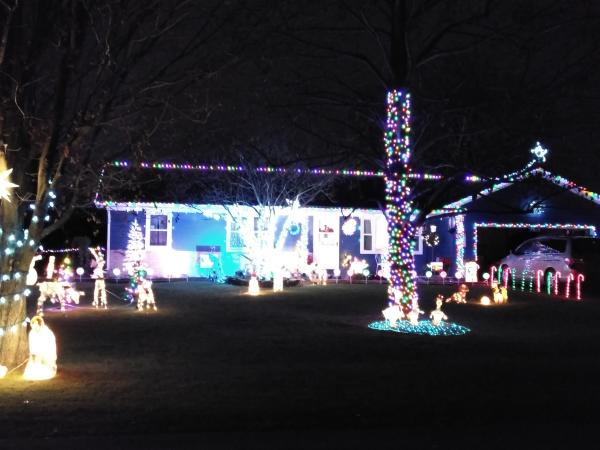 7619 Kilbourn_Clayton Bishop_Best Christmas Light Displays in Fort Wayne, Indiana