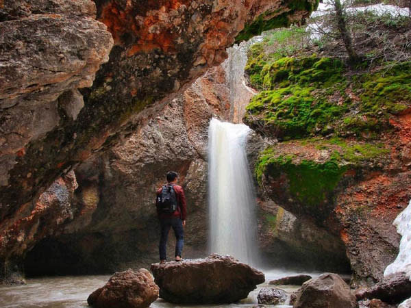 10 Waterfalls in Utah Valley that Will Take Your Breath Away - Grotto Falls