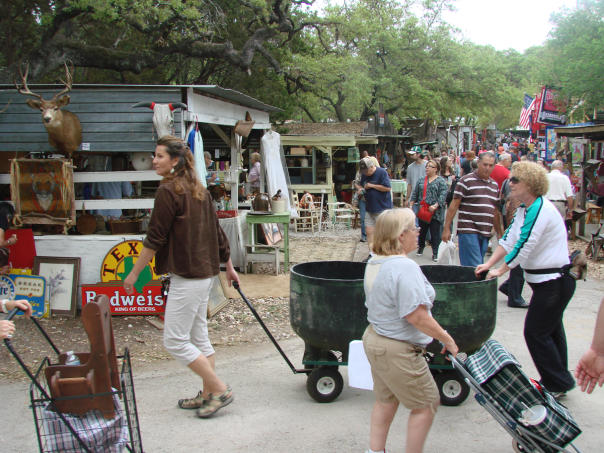 Wimberley Market Days. Courtesy of Clay E. Ewing. Full Usage Permissions.