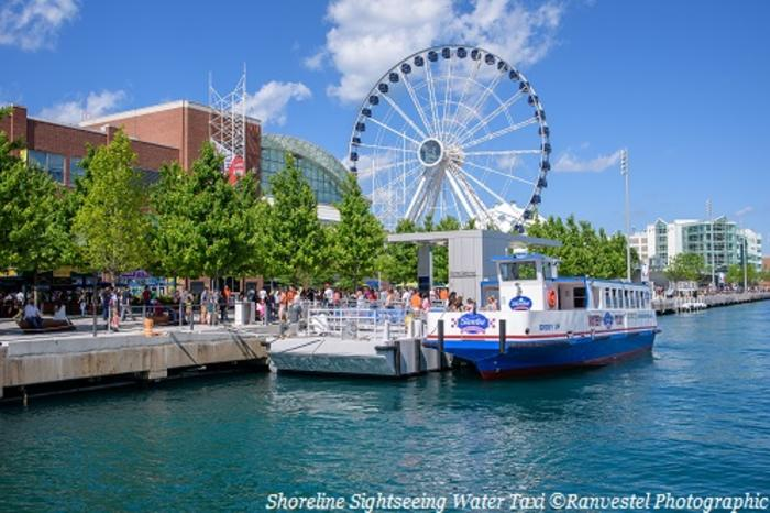 Crowd getting onto the Shoreline Sightseeing Water Taxi in Chicago IL