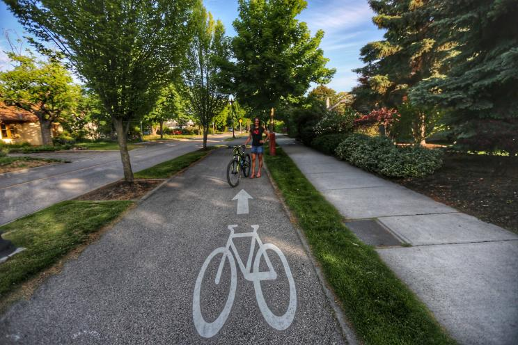 Sonya Looney & Her Mountain Bike