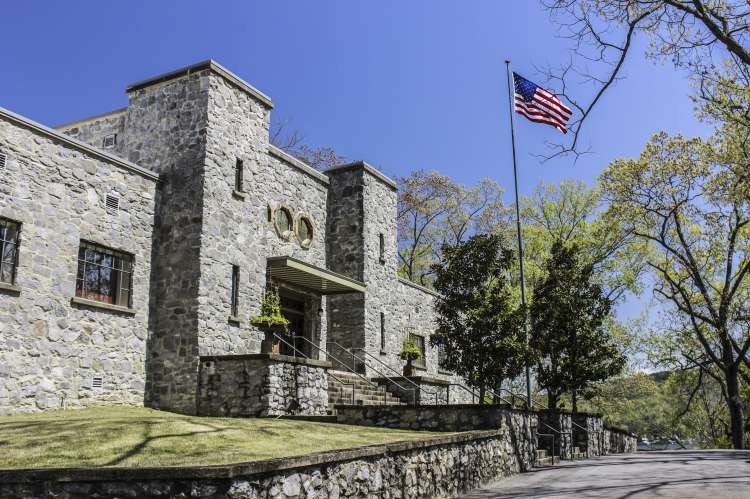 Guntersville Museum Front with Flag