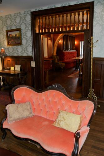 Inn at Saratoga parlor with salmon colored couch