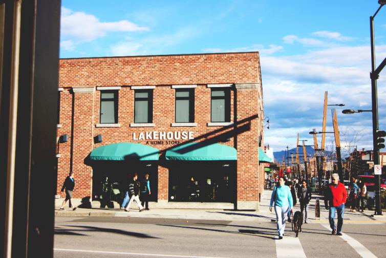 The Lakehouse on Bernard Avenue