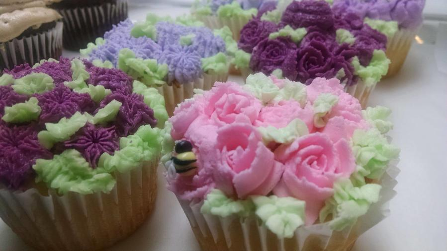 Cupcakes at Bee Happy