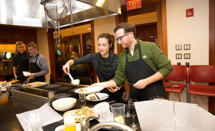 New-York-Kitchen-Canandaigua-Hands-On-Kitchen-couple-cookingNew-York-Kitchen-Canandaigua-Hands-On-Kitchen-couple-cooking