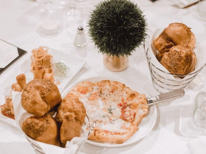 Davios Pizza and Cheesebread
