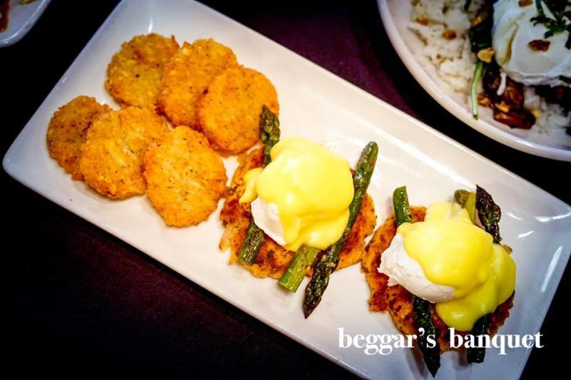 Beggar's Banquet eggs benedict