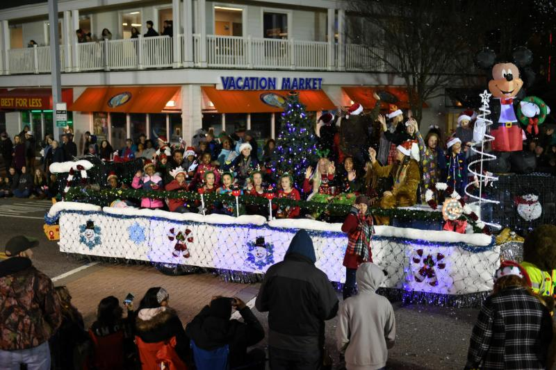 December 1 Virginia Beach Oceanfront Communications Holiday Parade At The