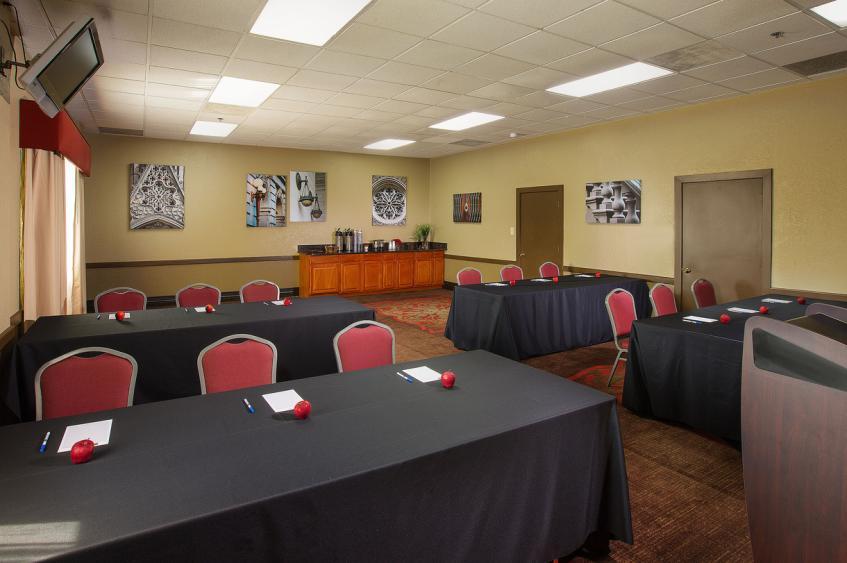 LARGE MEETING ROOM - LEWIS & CLARK
