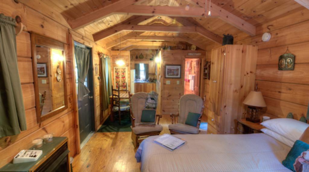 617Arbor_Cabin_Room.jpg