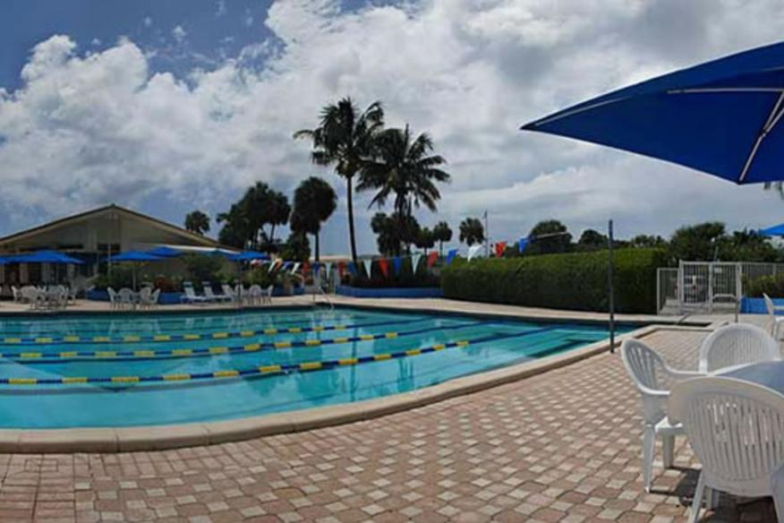 pool area of lighthouse point yact and raquet club