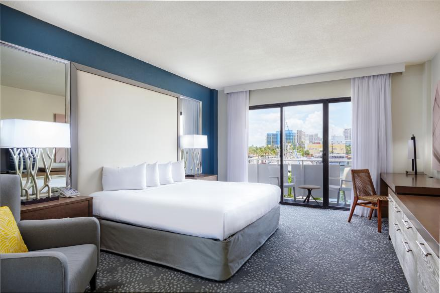 Marina View Guestroom with King Bed & Balcony
