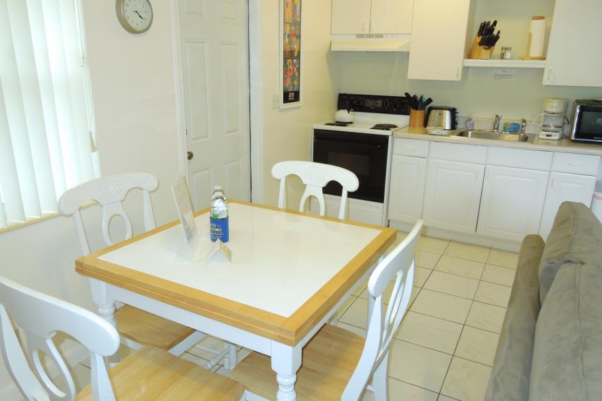 One bedrom apartment diningroom/kitchen