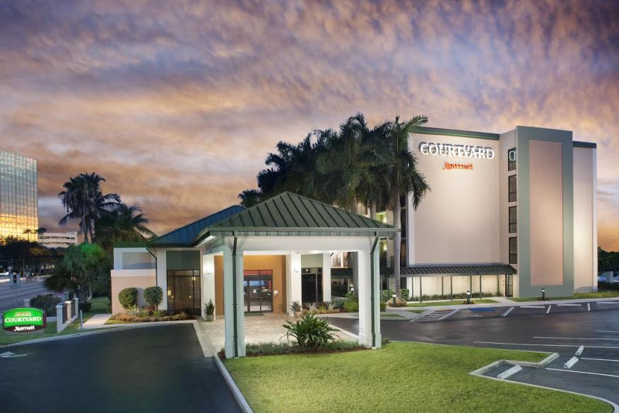 Courtyard Marriott close to Lauderdale by the Sea