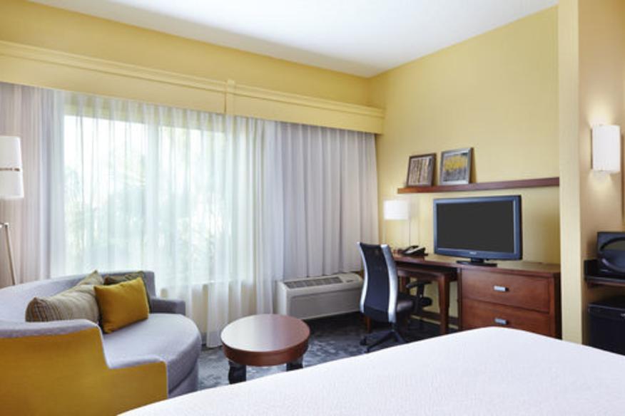 Rooms-King Bedroom