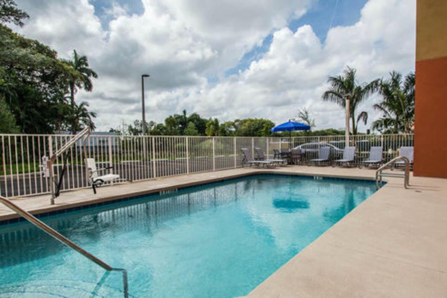 Comfort Suites Fort Lauderdale Airport South & Cruise Port Pool