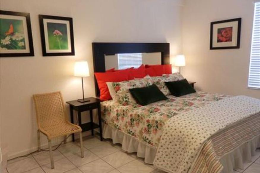 Hollywood Beach Resort #336 Studio King Bed Partial Ocean View