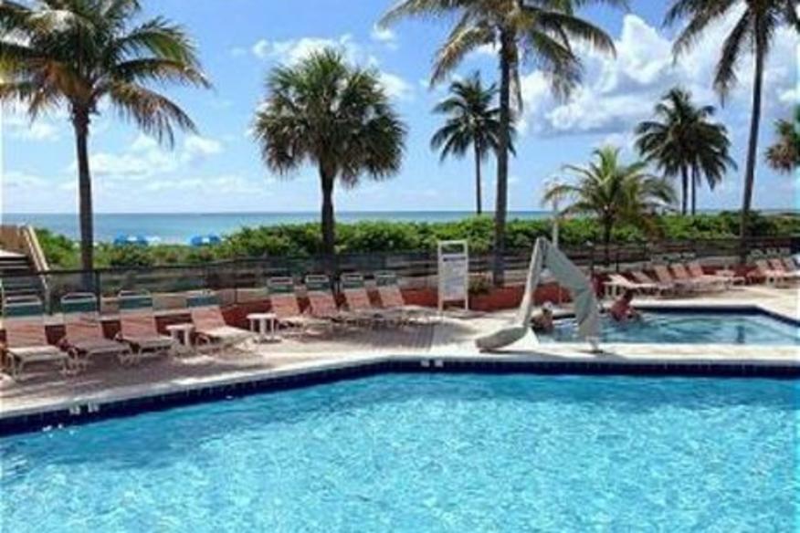 Hollywood Beach Resort #518 Studio Queen Bed City View