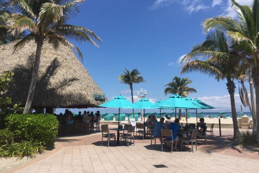 Lone Palm Beach Bar - Top-30 Tiki Bars in Florida