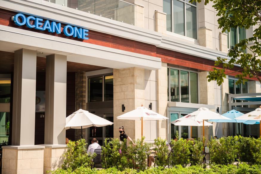Ocean One Bar & Grille Dania Pointe