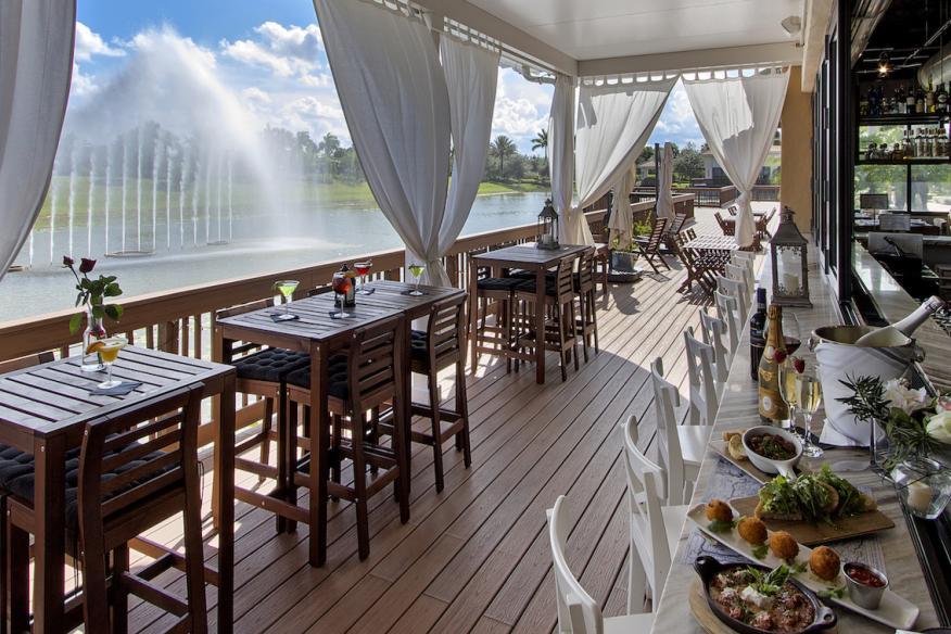 Déjà Blue Restaurants - Outdoor Bar