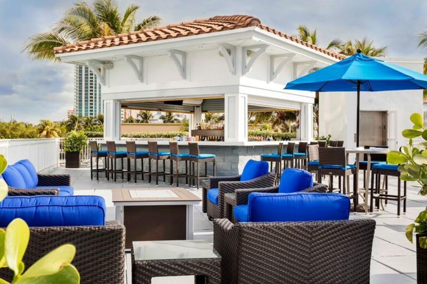 Seabreeze Poolside Bar