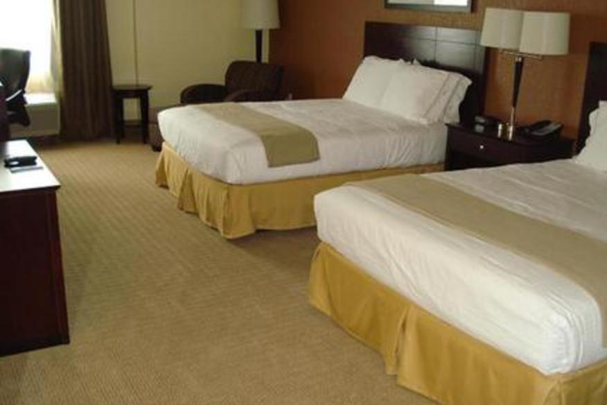 Guest Room Queen