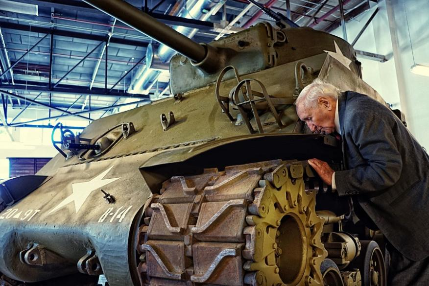 Survivor Kissing Tank that Liberated his camp