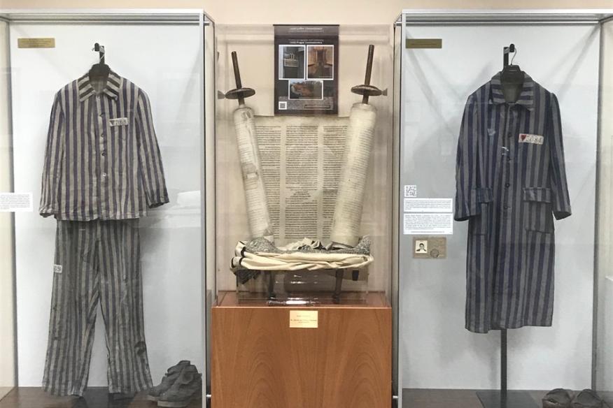Uniform display