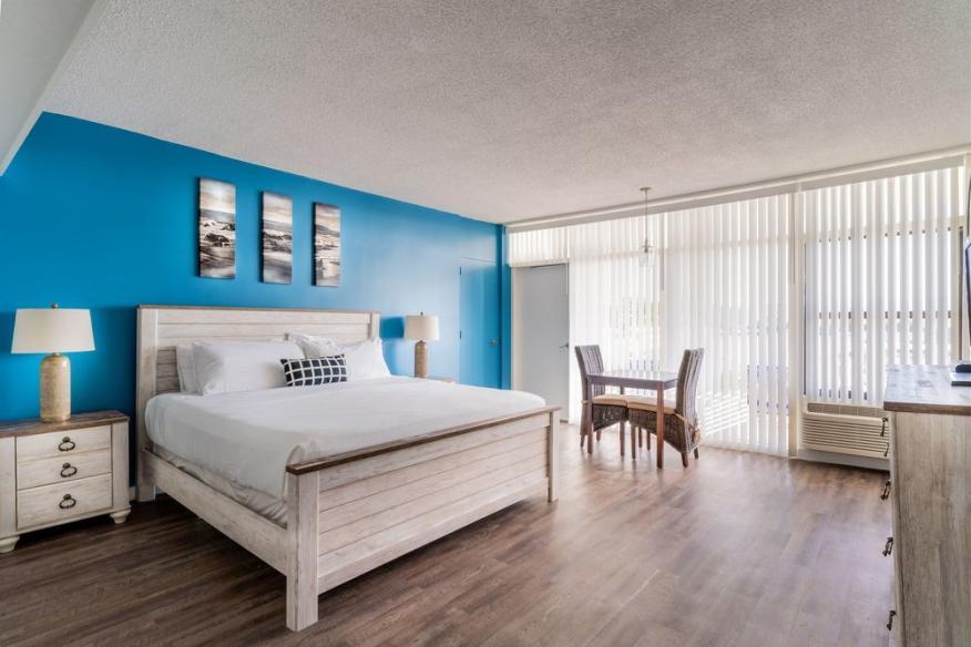 Guestroom - Premier One King Bed