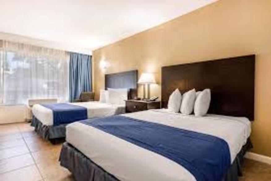 Rodeway Inn (2) Queen Beds