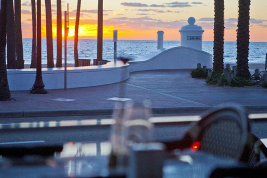 Spazio: Sunrise view from patio table