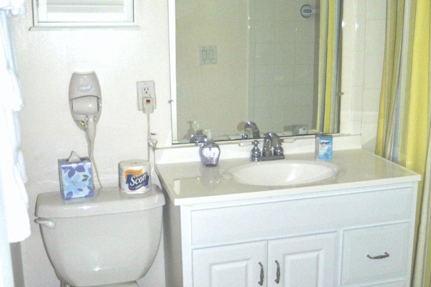 Studio bathroom (shower-no tub)