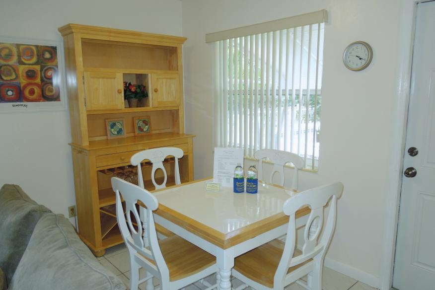 One bedrom apartment dining area