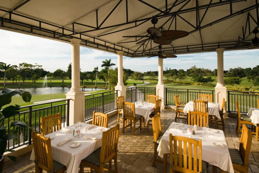 outdoor dining overlooking golf course